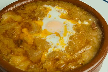 Sopa de Ajo con huevo al estilo Castellano
