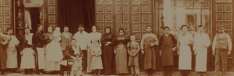 Foto antigua del restaurante botín y su personal